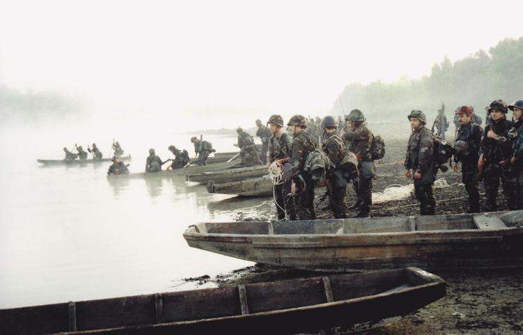 vojnici koji se druže s drugim vojnicima je dillish mathews još izlazi iz Stephena